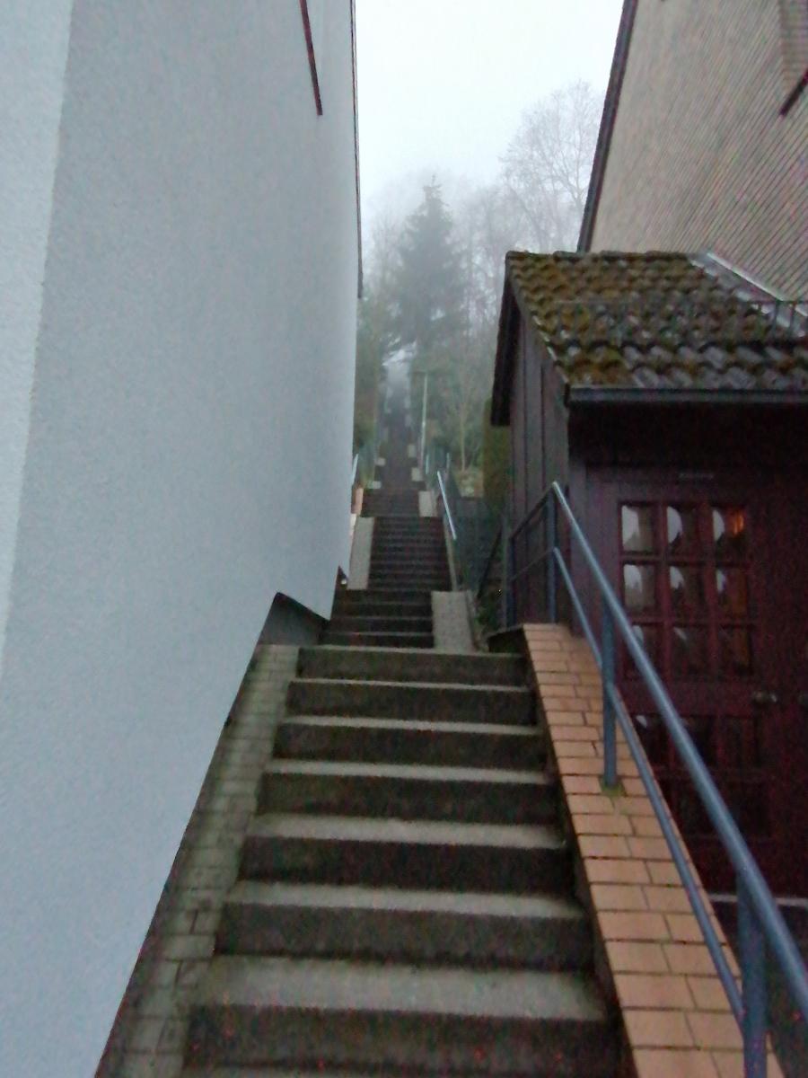 Lakaemper-Franz-6-Challenge-Treppenlauf-tqTW4